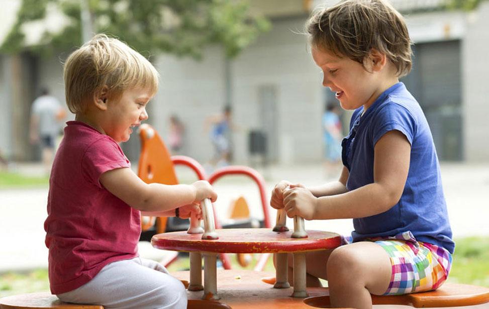 بازی های خواهر و برادرهای بزرگ با کوچک ترها